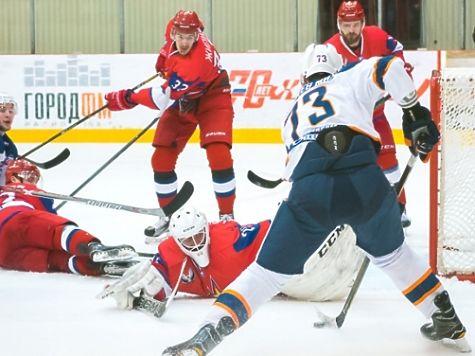 Хоккеисты «Ижстали» выиграли петербургский клуб «СКА-Нева» срезультатом 3:2