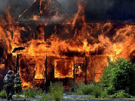 Мать исын погибли ужасной гибелью вгорящем доме вУдмуртии