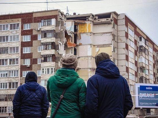 Спасатели выехали на обрушение козырька подъезда, а приехали на обрушение дома